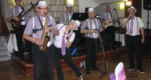 bend za svadbu, bend za venčanje, bendovi za svadbe, benovi za svadbu, beograd, duge noci, Foto / Video galerije bend za svadbe, gitara, harmonika, Inđija, klarinet, klavijatura, kontrabas, lepa svadba, majdan, mlada, mladozenja, muzicki album, muzicki bendovi, muzika za svadbu, muzika za venčanje, narodna muzika, pesme za svadbu, popularni orkestar, restoran Dijamant, slider, svadba, svadbe, vencanja, venčanje, Vencanje Jelene i Saše, vesela svadba, violina, zabavna muzika
